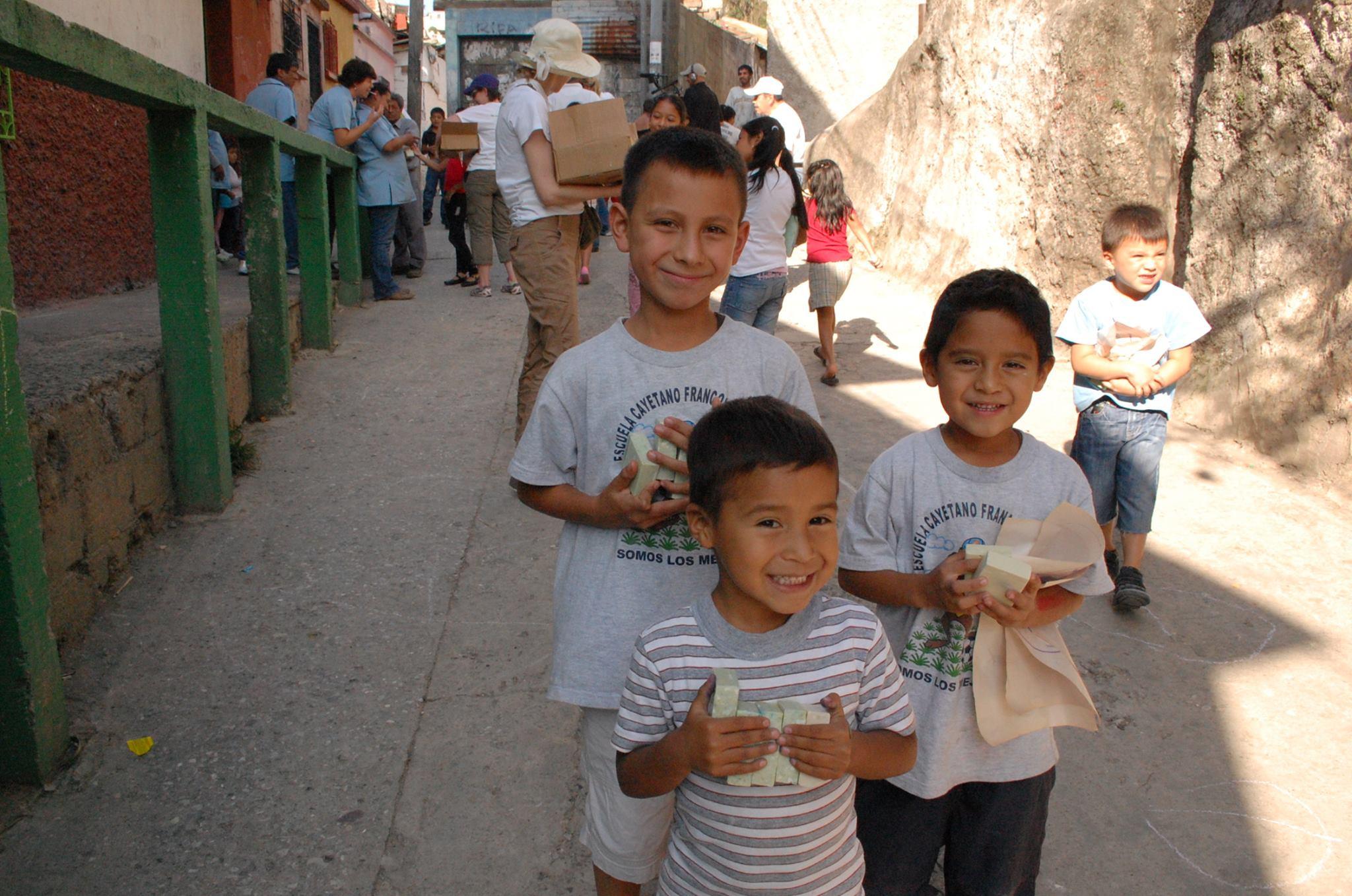 Tôi muốn đặt một bánh xà bông vào tay từng đứa trẻ không có tiền mua